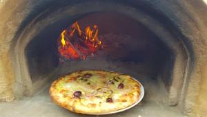 8 Pizza WFO Baking